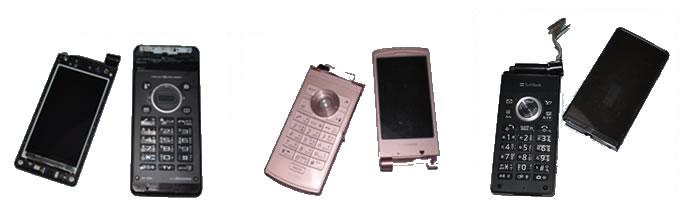 真っ二つに折られたNTTdocomo携帯電話